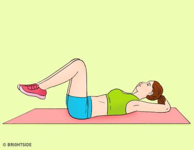 gập bụng ngược giúp giảm mỡ bụng sau sinh