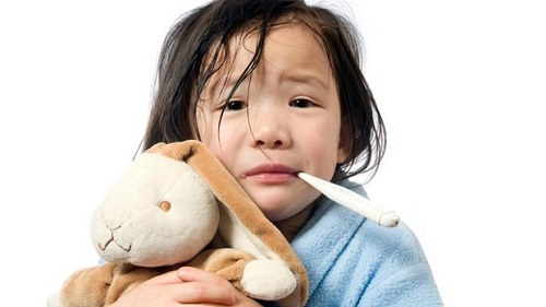 Một số bệnh trẻ có thể gặp trong mùa mưa - Ảnh 2.