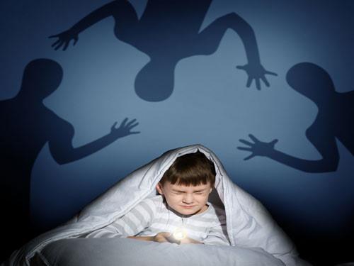 nguyên nhân khiến trẻ quấy, khóc đêm