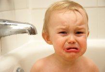 Trẻ sợ tắm